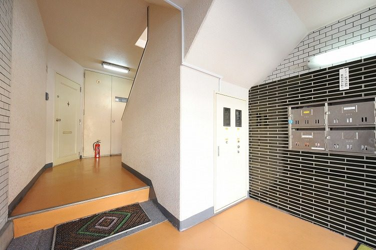 The entrance of the share house in Sinagawa1